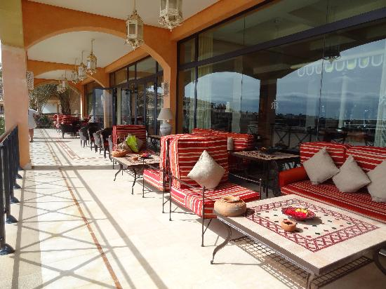 Gran Hotel Atlantis Bahia Real: Terraza con vista de Lobos