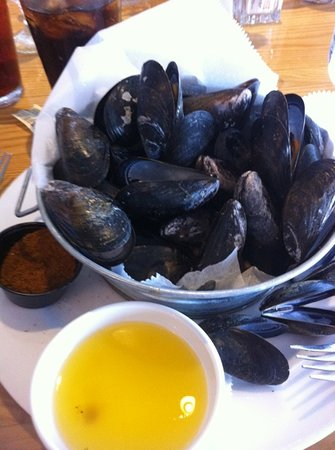 Rod 'N' Reel: Steamed mussels only $8.99