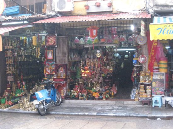 Hang Quat Street (Street of Fans) : One of the many interesting shops in Hanoi city centre area