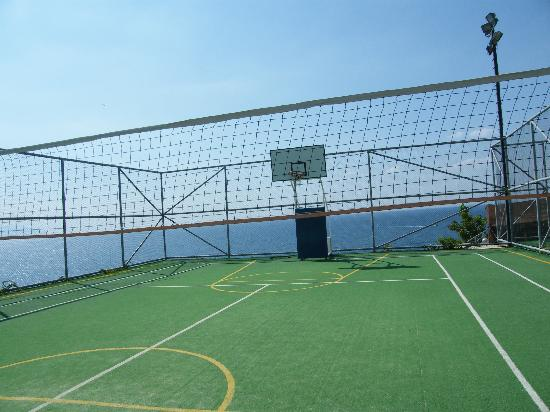 Sealight Resort Hotel: Basketball and Volleyball field