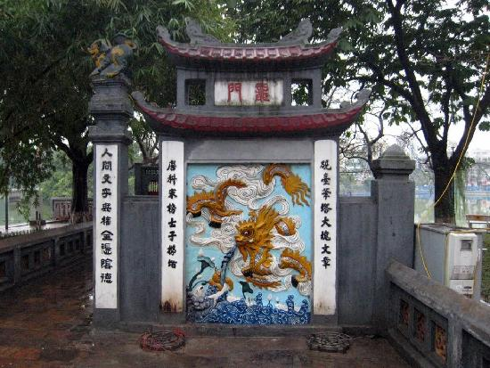Ngoc Son Temple: Gate Mural in front of bridge leading to the temple