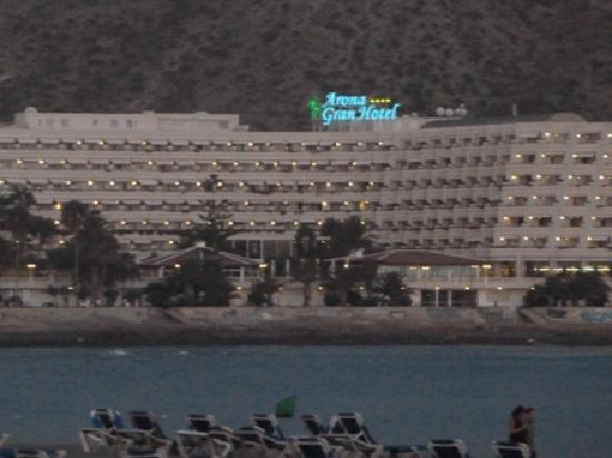Spring Arona Gran Hotel: View of the hotel from Los Cristianos Beach