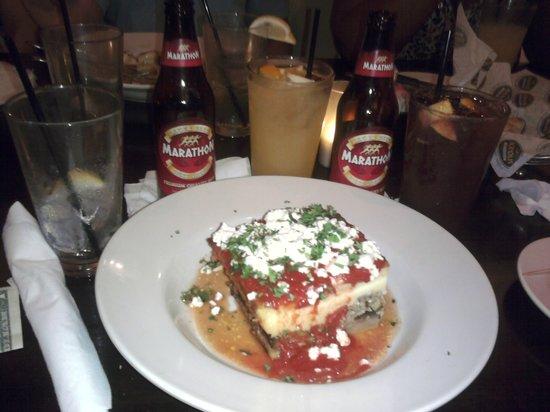 Acropolis Greek Taverna: Mousaka, sangria, Greek beer