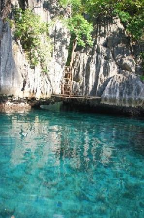 Twin Lagoon: magnificent calm clear blue waters. be careful that's deep!