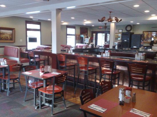 Longwood Family Restaurant: dining room