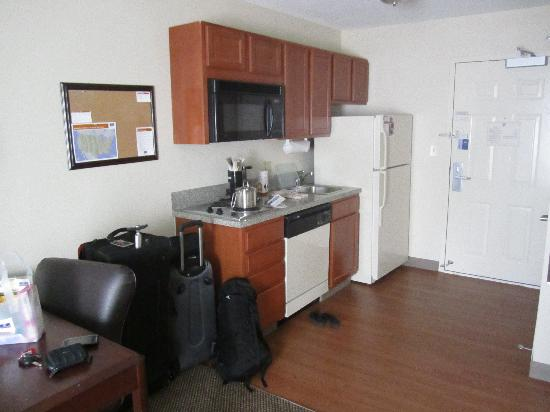 Candlewood Suites - Austin South: Kitchen