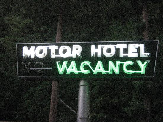 Quality Inn & Suites Santa Cruz Mountains: cool neon motel sign