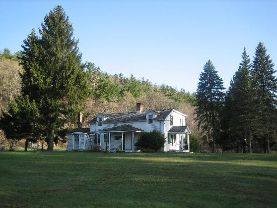 Shaker Meadows Bed and Breakfast: The Farmhouse at Shaker Meadows