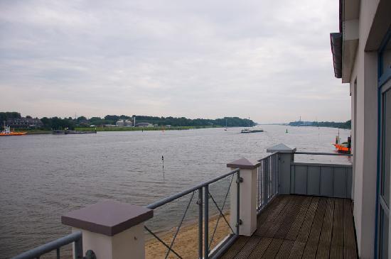 Hotel-Restaurant Weserblick: Blick zur Fähre