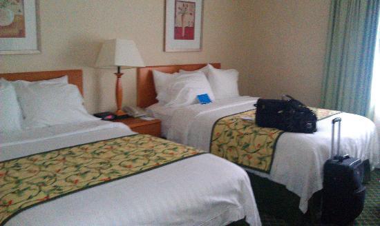 Fairfield Inn & Suites Saratoga Malta: Beds