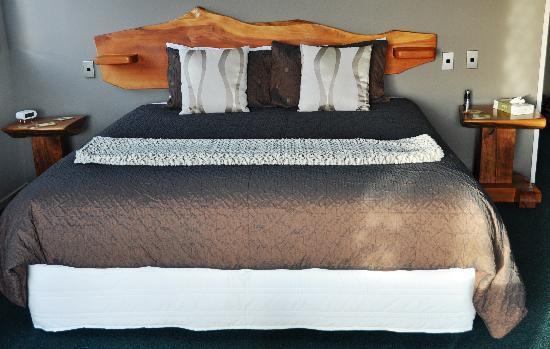 Breakers Boutique Accommodation: Classy bedhead