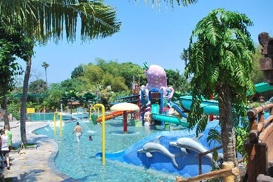 Taman Safari dan Bahari Bali: Awesome water park
