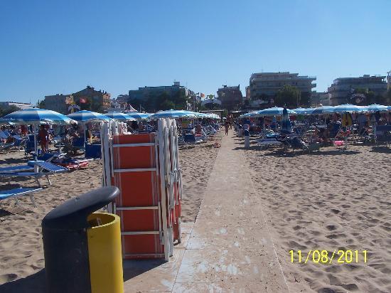Hotel Nuovo Giardino: La vue de la plage quand on sort de l'eau