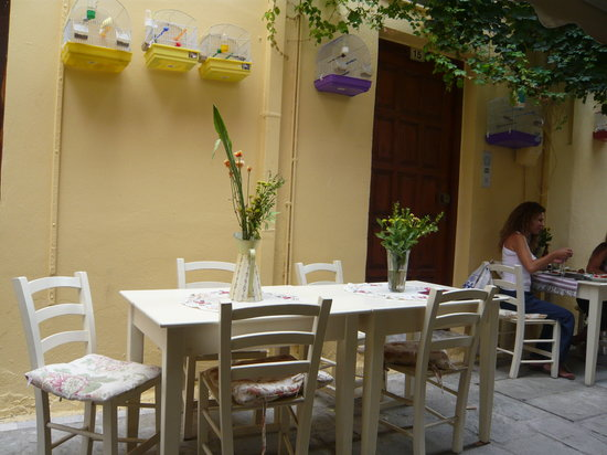 Taverna Kyria Maria: Off white tables with handmade tablecloths