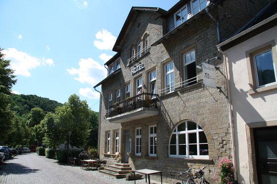 Meisenheim, เยอรมนี: Voderseite des Hotels