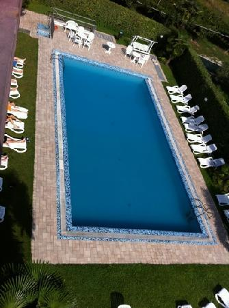 Hotel Campagnola: view of the pool from the roof