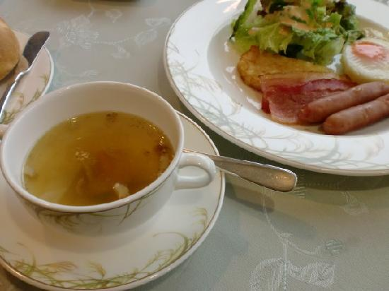 Hotel Monte Rosa : すすき柄の食器で朝食