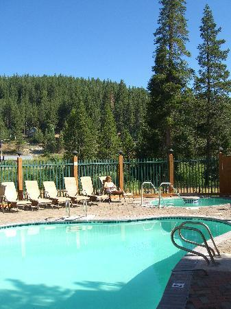 Truckee Donner Lodge: Outdoor pool