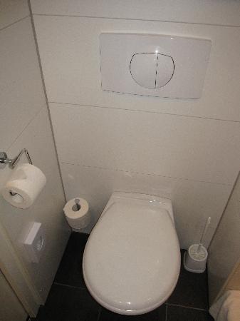 Motel One Muenchen-Sendl. Tor: salle de bain moderne et propre