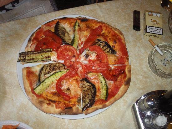 Alto Garda Bresciano: Pizza im Brasa Tremosine