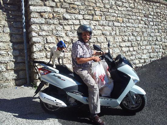 Province of Brescia, Itália: Frische Panini in Tremosine werden geliefert