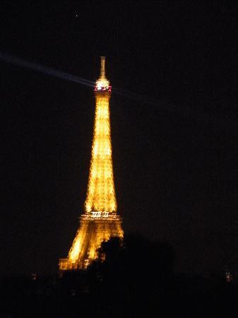 โรงแรมกาปรูกาเกเรอ: view at night