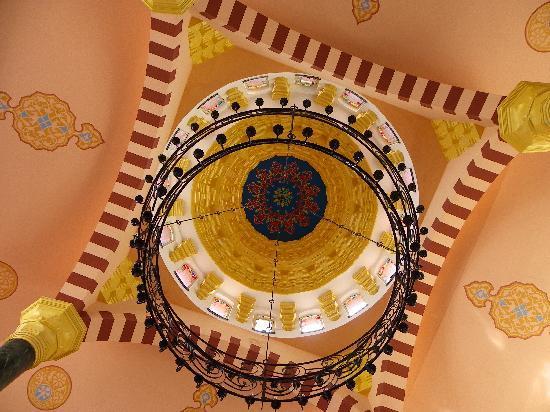 Sultan's Beach Hotel: Toit du hall central