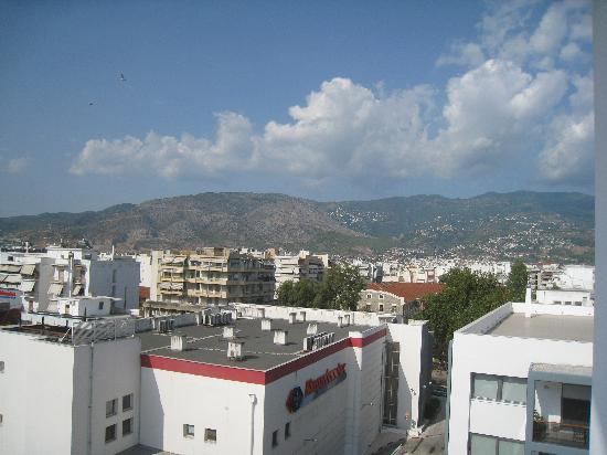Volos Palace Hotel: Pilio mountain. View from the balcony. 5th floor