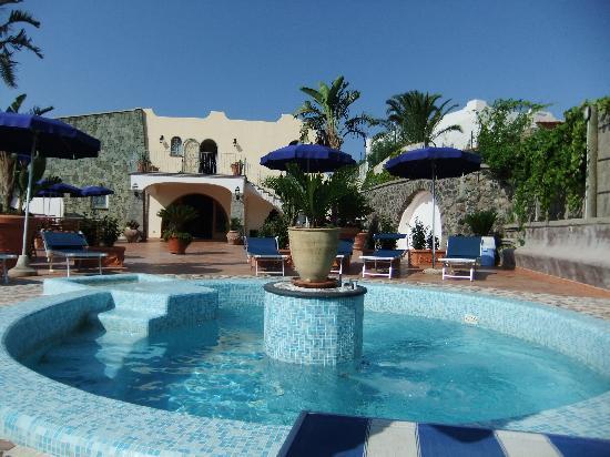 """Hotel Belvedere : foto unica """"piscina"""" dell'hotel."""