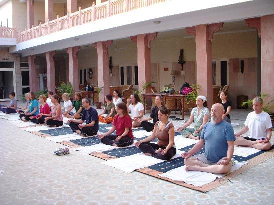 Suryaa Villa: Early morning yoga classes