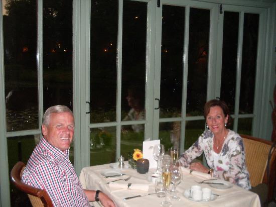 Kasteel Engelenburg: 's Avonds aan het diner met romantisch uitzicht op slotgracht