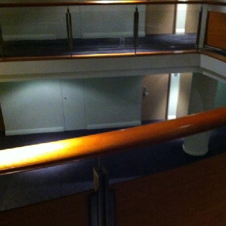 โรงแรมเมอร์คิวร์ซิดนีย์: The hallway. Gap between smoking levels 11 and non smoking level 12