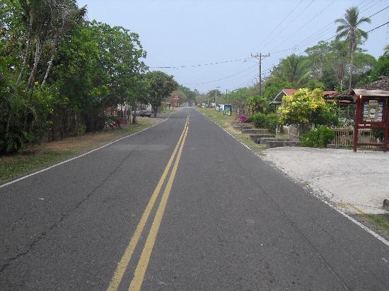 Casita Margarita: Main road through Pedasí