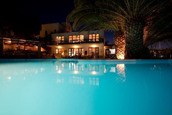 Messakti-Village: Swimming pool by night