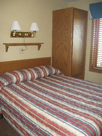 Landmark Resort: Queen size bedroom
