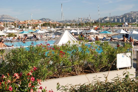 NH Marseille Palm Beach : View of the pool