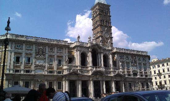 Bar Cottini: Basilica view from outdoor dining