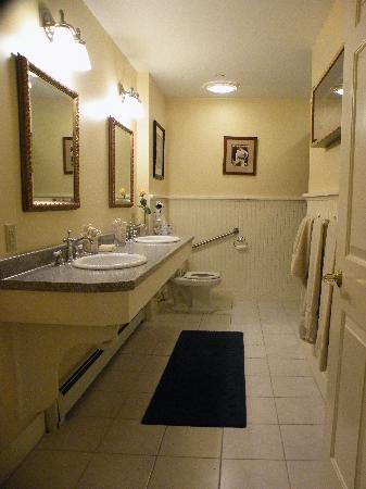 Kearsarge Inn: Bathroom Room #4