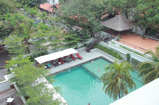 MiCasa All Suite Hotel : pool from our room