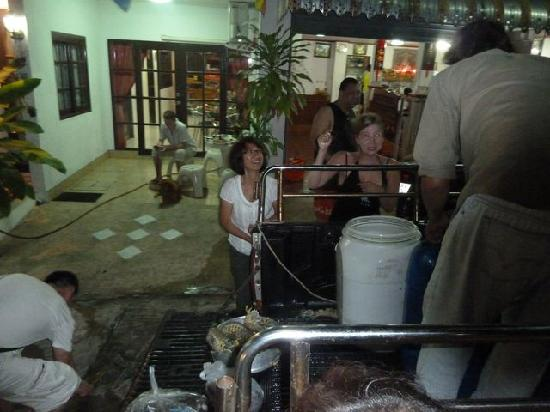 Summer Breeze Inn Hotel: Buying mantis prawn for improvised BBQ
