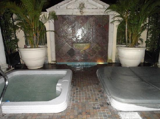 Hotel Grano de Oro San Jose: The Hot tubs on the outdoor terrace