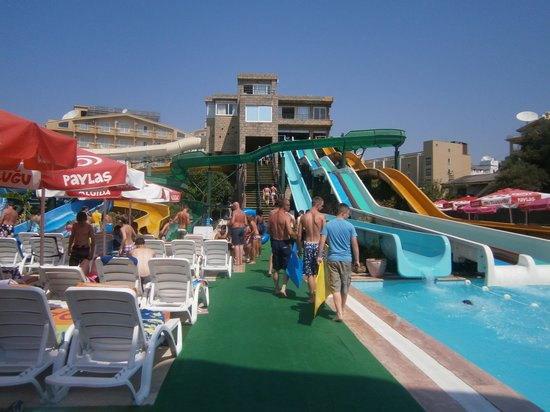 Marmaris Atlantis Waterpark: Just some of the many slides.