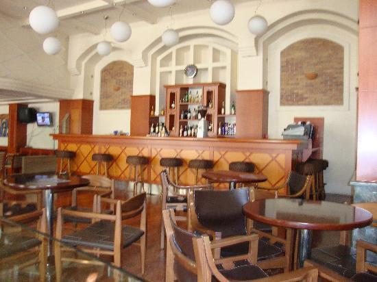 Elpida City Hotel : The bar