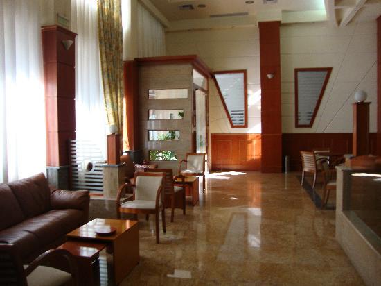 Elpida City Hotel : The lounge area