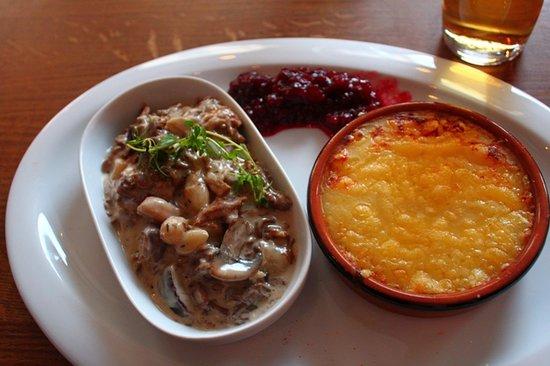 Rumpanbar & kok : stufato di muflone e tortino di formaggio