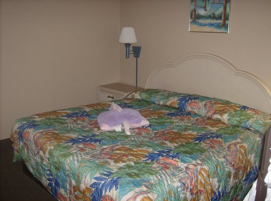 Tropical Seas Hotel : The main bedroom.