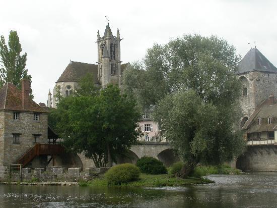 Moret-sur-Loing, France : La Poterne - balcon à droite