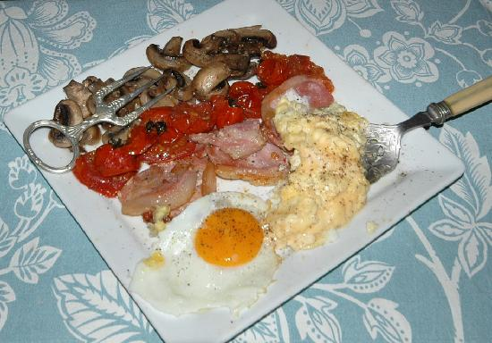 West Tytherley, UK: The cooked part of the great breakfast.