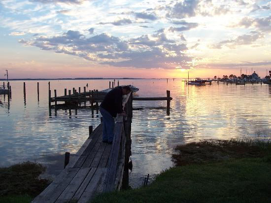 Harrison's Chesapeake House: Sunrise from the pier at the inn