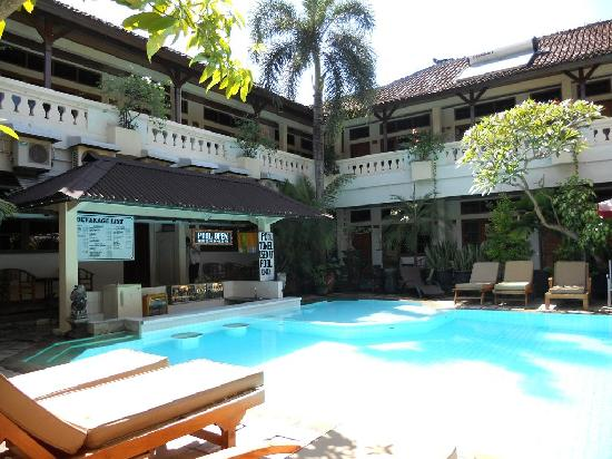 Rosani Hotel: Outlook is ok but dont get cheated !
